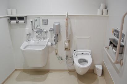 放射線科受付近く 洗浄設備(オストメイト)付きトイレ