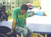 ベッドへの移乗練習の写真