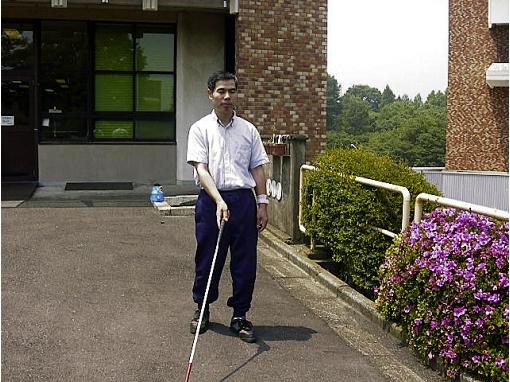 白杖を使用した単独歩行